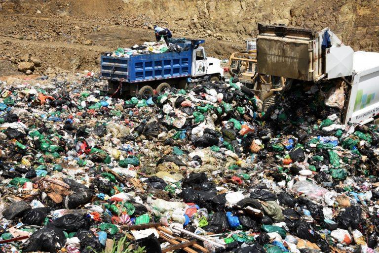 En Costa Rica existe un ley de residuos sólidos mediante la cual se norma el destino de los plásticos.