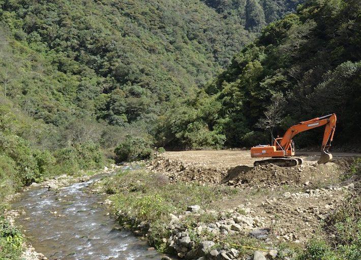 Los trabajos para la hidroeléctrica Ivirizu también se realizan dentro Parque Nacional Carrasco. Foto: Miriam Jemio.