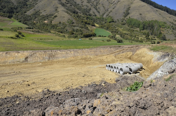 Parte de los trabajos que realiza Sinohydro en la vía de acceso al Parque Carrasco. Foto: Miriam Jemio.