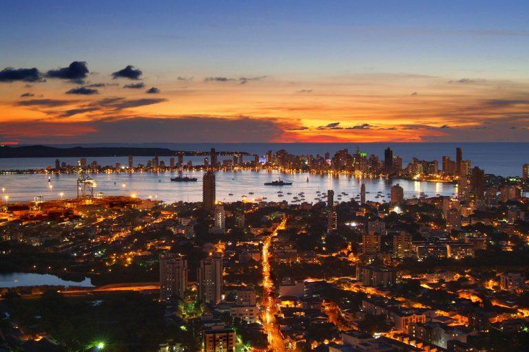 Atardecer en Cartagena visto desde el cerro de La Popa. Foto: Norma Gómez / Wikimedia Commons.