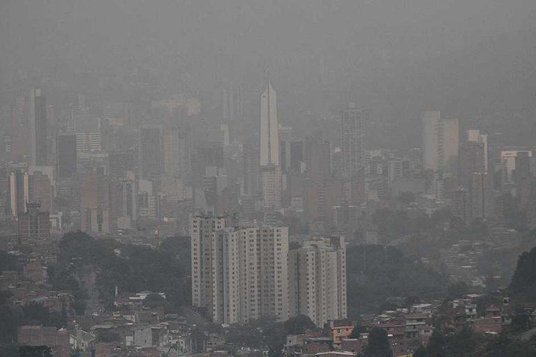 Así se veía Medellín en los primeros meses de 2017 por cuenta de la contaminación del aire. En 2018 varios puntos de la ciudad siguen entre los más contaminados de Colombia. Foto: Revista Semana