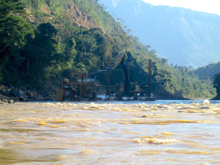 Las dragas han proliferado en el río Kaká. Foto: Iván Paredes - El Deber.
