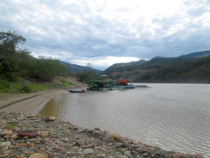 El sector minero es responsable de cerca del 70% de las emisiones y el consumo de productos con mercurio, según el estudio el estudio Mercurio en Bolivia: Línea base de usos, emisiones y contaminación, difundido en 2016. Foto: Iván Paredes - El Deber.