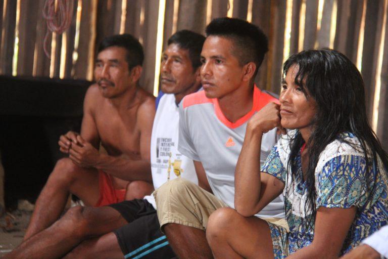 Indígenas que habitan el Parque Resguardo Yaigojé Apaporis. Foto: Parques Nacionales Naturales de Colombia.