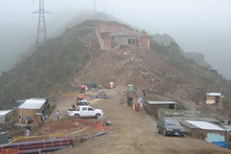 Para construir el reservorio de agua se abrió una vía que podría estar facilitando las invasiones. Foto: Cecilia Jananpa / PAFLA.