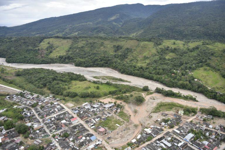 Panorámica del río Mulato y como se salió de su cauce, entrando al casco urbano de Mocoa. Foto: Ministerio de Ambiente de Colombia.