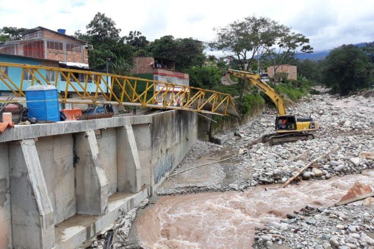 Varios ríos se desbordaron y trajeron consigo gran cantidad de piedras que derribaron varios puentes. Foto: UNGRD.