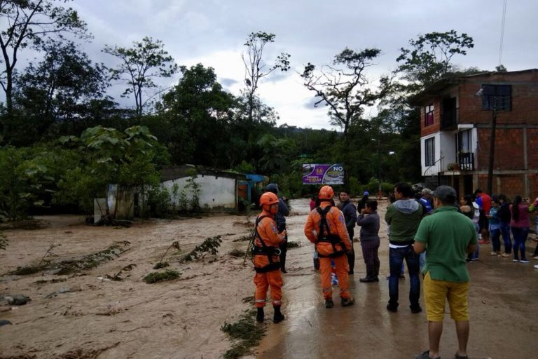 En la mañana del domingo 12 de agosto, algunos sectores de Mocoa aún permanecían inundados. Foto: Defensa Civil Colombiana