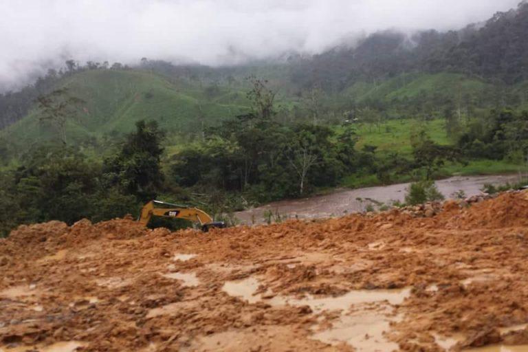 Labores de construcción de la empresa china ECSA. Foto: Comunidad Amazónica de Acción Social Cordillera del Cóndor Mirador (Cascomi).
