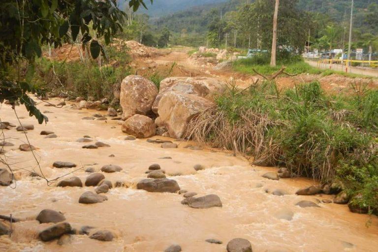 Estas aguas han sido contaminadas por los sedimentos del proyecto Mirador. Sus aguas antes eran cristalinas. Foto: Comunidad Amazónica de Acción Social Cordillera del Cóndor Mirador (Cascomi).