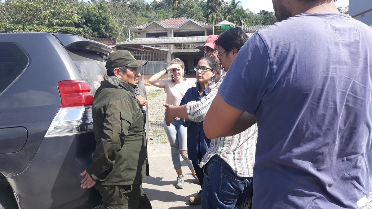 Comitiva integrada por miembros del Tribunal Internacional de la Naturaleza, periodistas y activistas retenidos el domingo 19 de agosto en Isinuta. Foto: Miriam Telma Jemio.