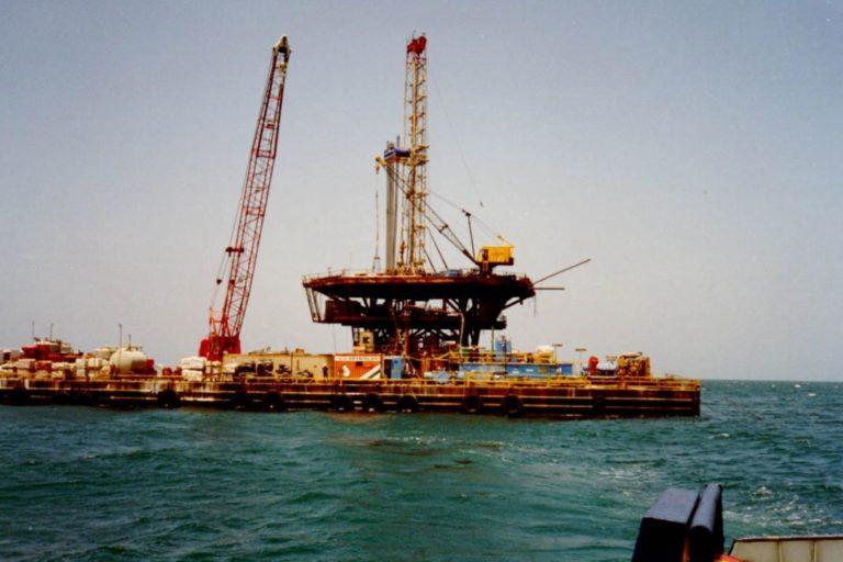 La concesión de pozos petroleros en el mar del norte de Perú causó controversia. Foto: Agencia Andina.