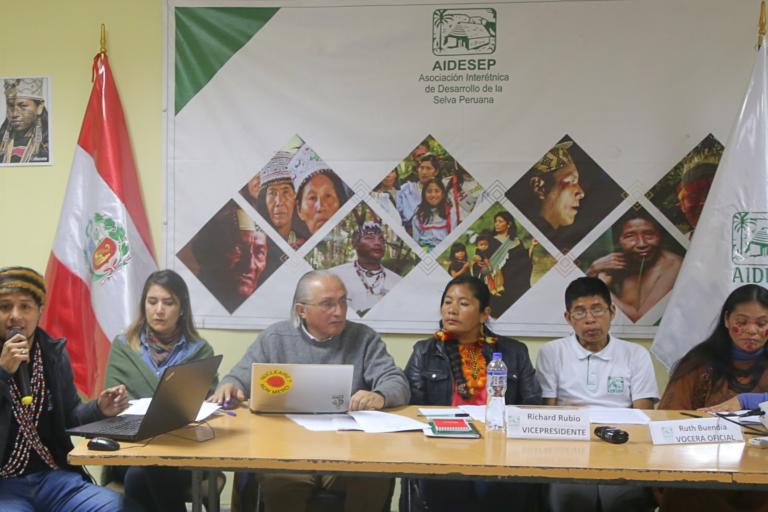Dirigentes indígenas explican el pliego de reclamo de las comunidades de Atalaya. Foto: Aidesep.