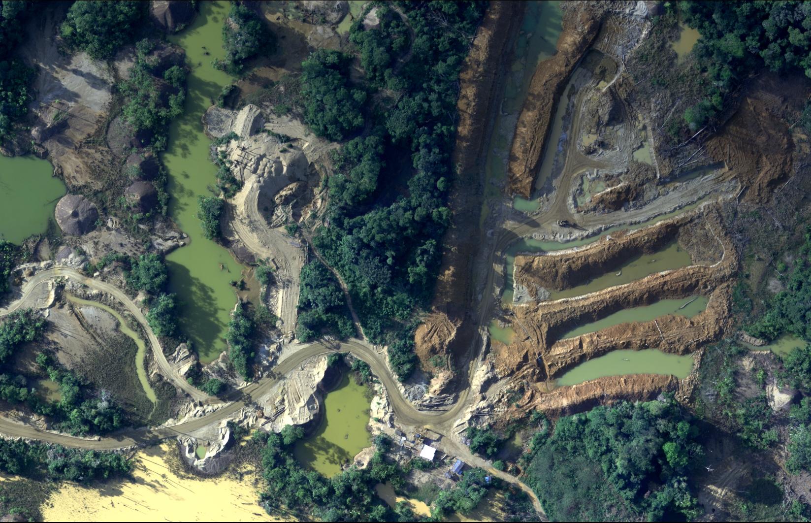 Las primeras imágenes captadas por la Fuerza Aérea del Perú que muestran la destrucción de la selva. Foto CEVAN / FAP