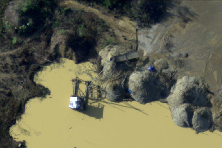 La Fuerza Aérea del Perú realizó la operación Harpía para registrar fotos y videos de los efectos de la minería ilegal en Madre de Dios. Foto: CEVAN – Fuerza Aérea del Perú.