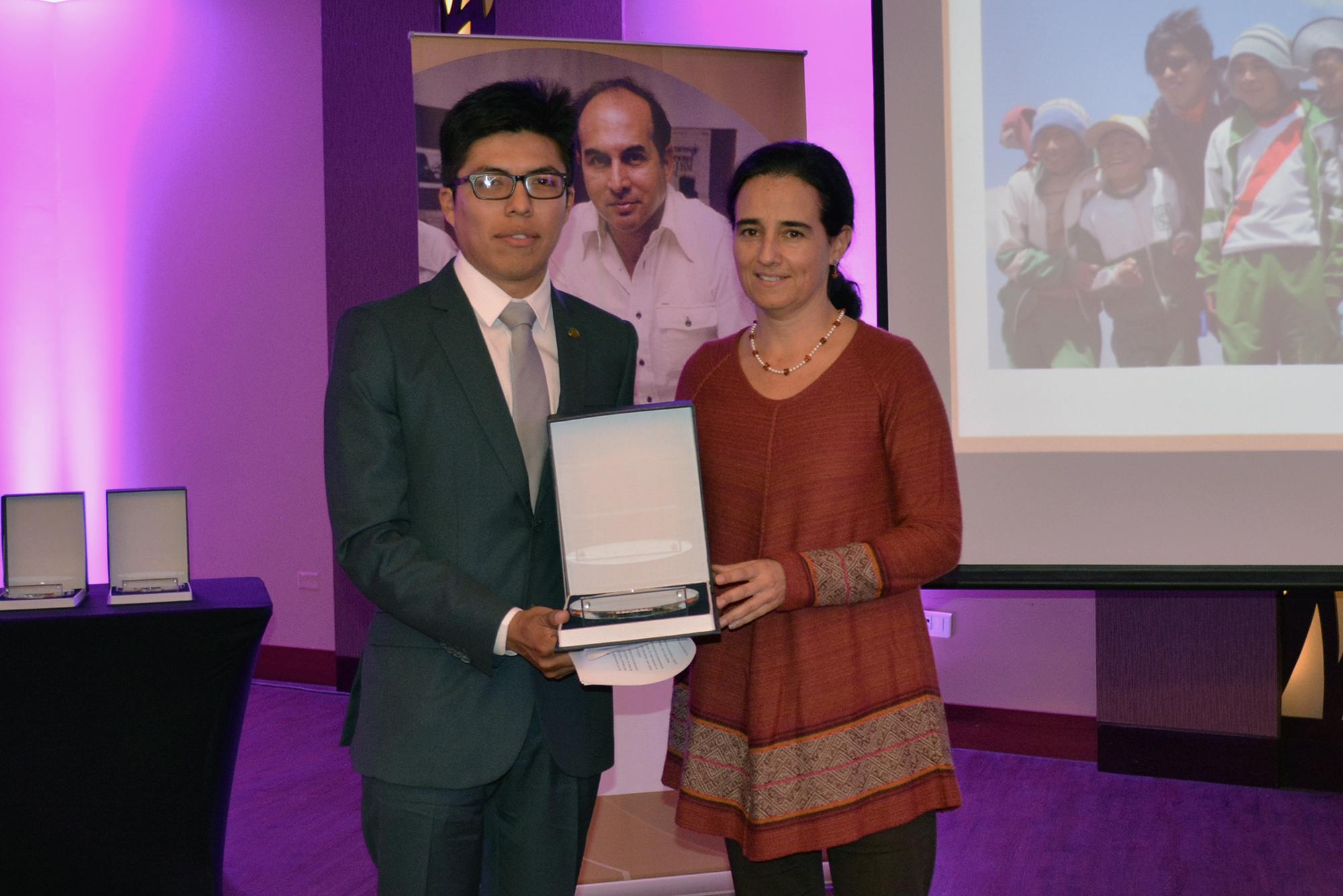 Óscar Damián fue reconocido con el premio Joven profesional destacado. Foto: Profonanpe.