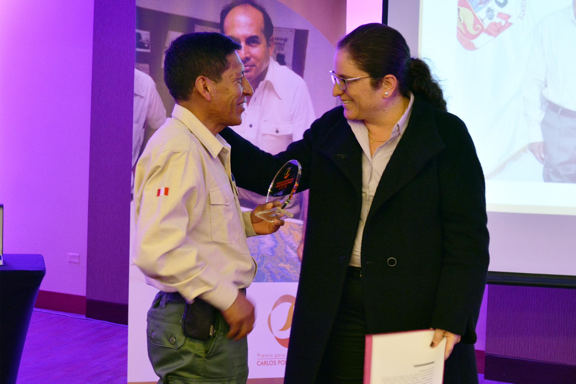 Luis Huanca recibió el Premio Carlos Ponce del Prado en la categoría Guardaparque Ilustre. Foto: Profonanpe.
