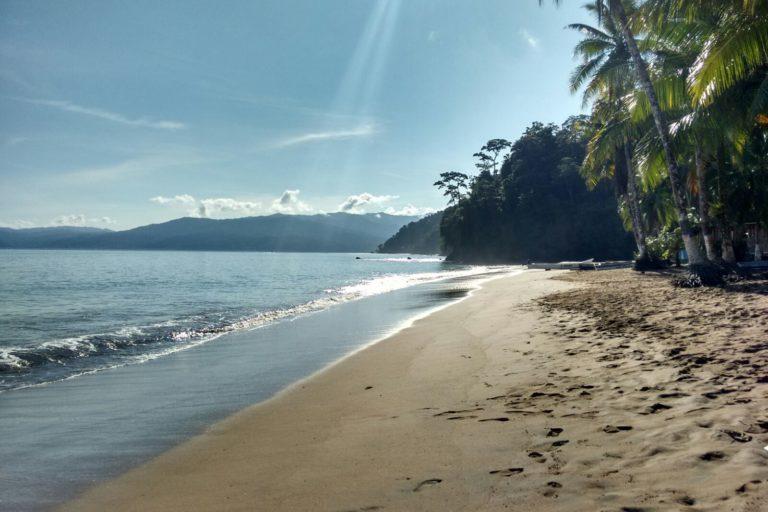 La belleza de muchas áreas protegidas ha propiciado un turismo masivo y devastador que sobrepasa las capacidades de carga. Foto: Comisión Colombiana del Océano (CCO).
