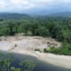 El río Nangaritza lleva más de tres años recibiendo contaminación por cuenta de la minería. Foto: Carlos Medina.