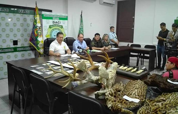 Autoridades departamentales y nacionales brindando conferencia de prensa luego del operativo. Foto: Freddy Anzoátegui / Gobernación de Santa Cruz