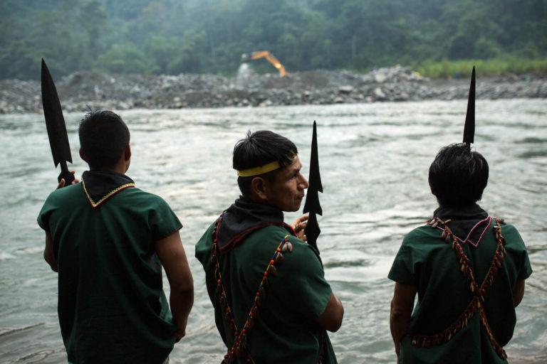 Los indígenas Cofán de Sinangoe vieron estas máquinas haciendo minería en su territorio en enero de 2018. Foto: Jerónimo Zuñiga/Amazon Frontlines.