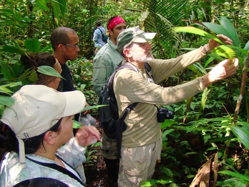 Rodrigo Medellín siempre enfatiza sobre los aportes que la biodiversidad hace en nuestra vida diaria. Foto: Whitley Awards.