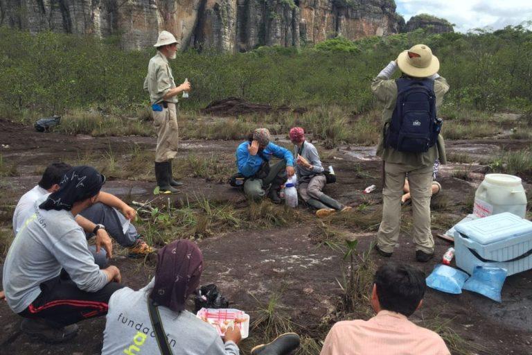 Grupo de investigadores que entre 2015 y 2017 llegaron a la zona norte y centro de Chiribiquete para conocer más sobre la fauna de estas zonas, antes imposibles de visitar. Foto: ©LG Naranjo/WWF Colombia