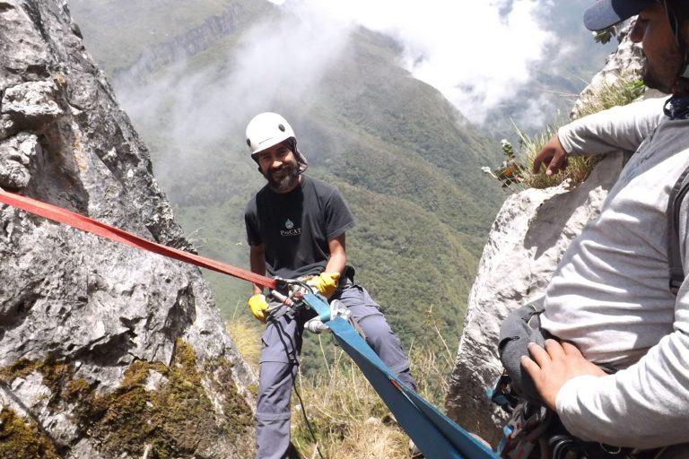 El biólogo Mauricio Vela en una expedición biológica al Perijá, a una zona llamada Cerro Pintado en La Guajira. Foto: Mauricio Vela.