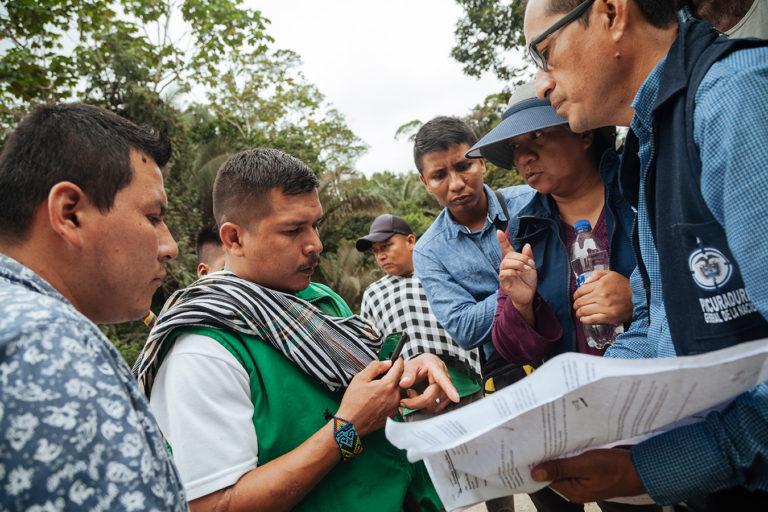 Líderes indígenas Siona de Buenavista en reunión con la Defensoría del Pueblo se quejan de que las autoridades ambientales colombianas han ignorado sus advertencias sobre posibles infracciones. Foto: Amazon Frontlines.
