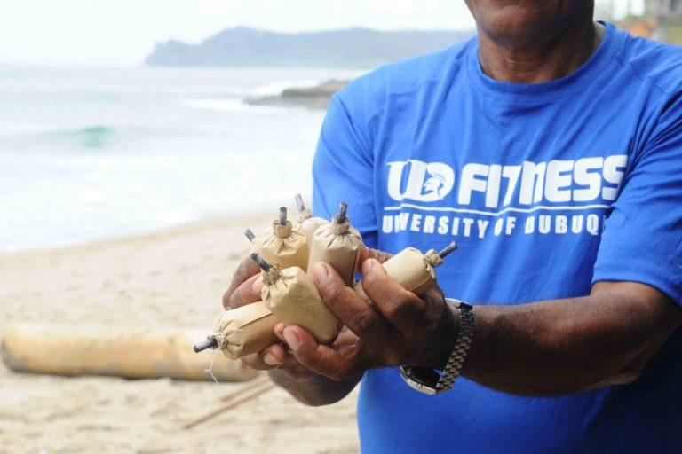 La cantidad de pólvora se calcula para que los peces sufran daños en sus órganos internos, pero sus cuerpos no sean reventados de tal modo que puedan ser comercializados. Foto: LaPrensa.com.ni