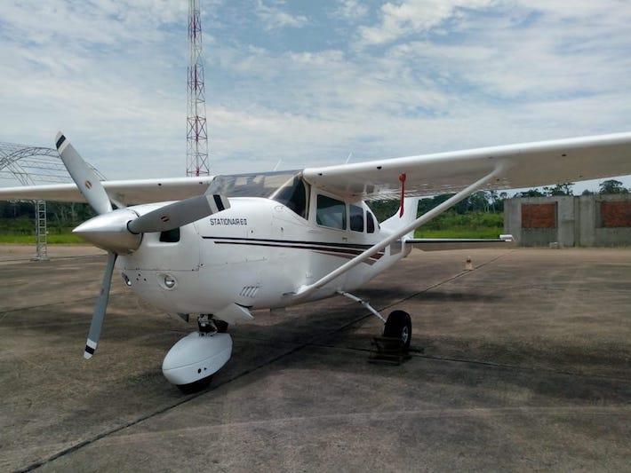Una avioneta blanca de placa boliviana CP-2936. Foto: Dirandro.