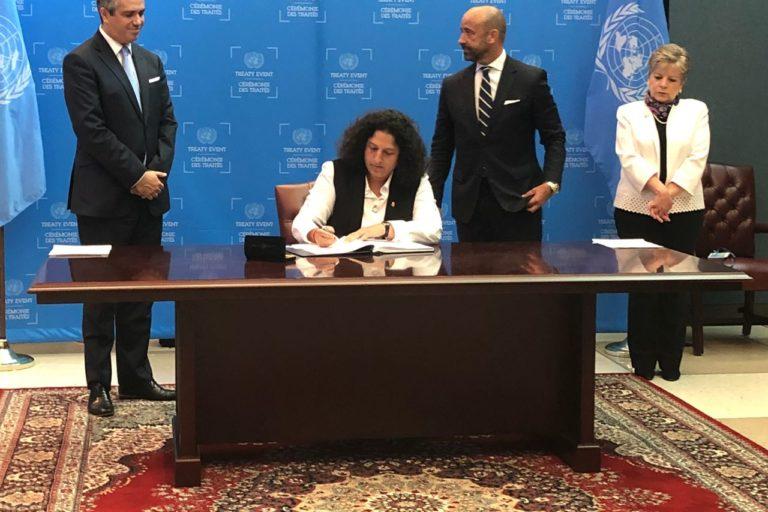 La ministra del Ambiente, Fabiola Muñoz, firmó el Acuerdo de Escazú en representación del Estado peruano. Foto: CEPAL.