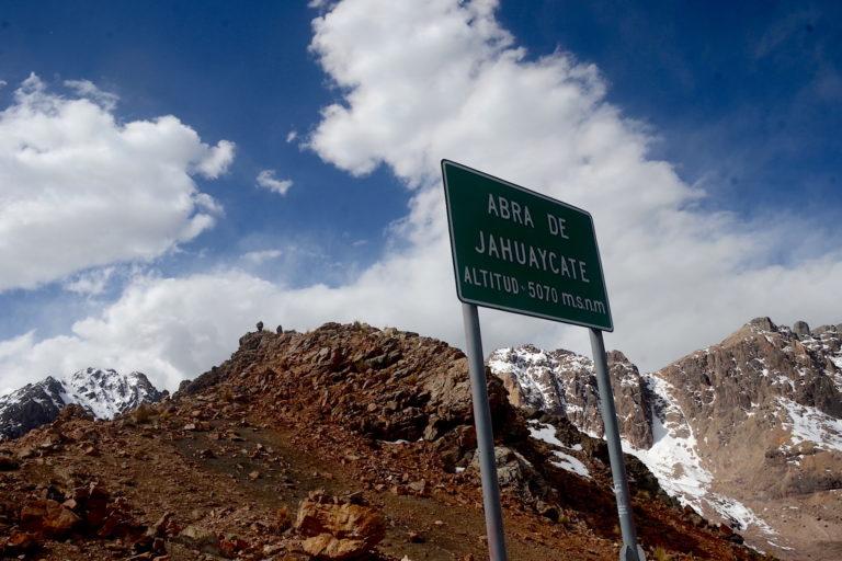 Uno de los pasos más altos en la ruta del Ausangate, el abra de Jahuaycate a más de 5000 metros de altura. Foto: Yvette Sierra Praeli.