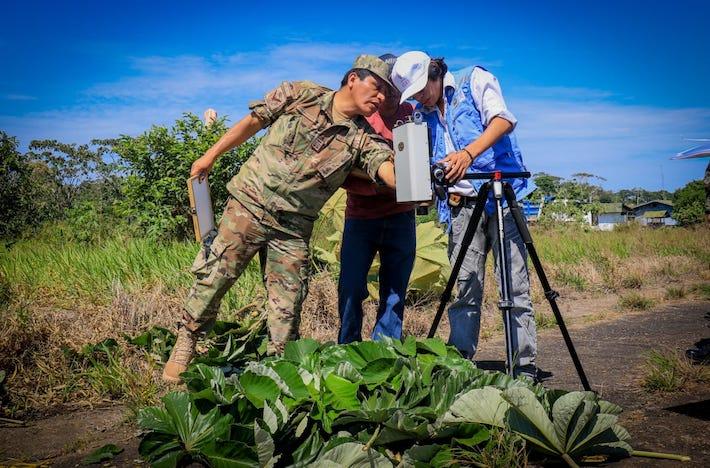 La Universidad Nacional Mayor de San Marcos y el Servicio Nacional Forestal y de Fauna Silvestre (Serfor) realizaron el inventario en campo de las huellas digitales de las especies de flora en la amazonía. Foto:: Fuerza Aérea del Perú