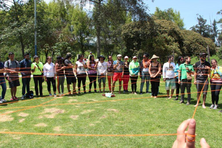Reunión de la comunidad Cantoalagua en la quebrada La Salitrosa. Foto: Andrés Ángel.