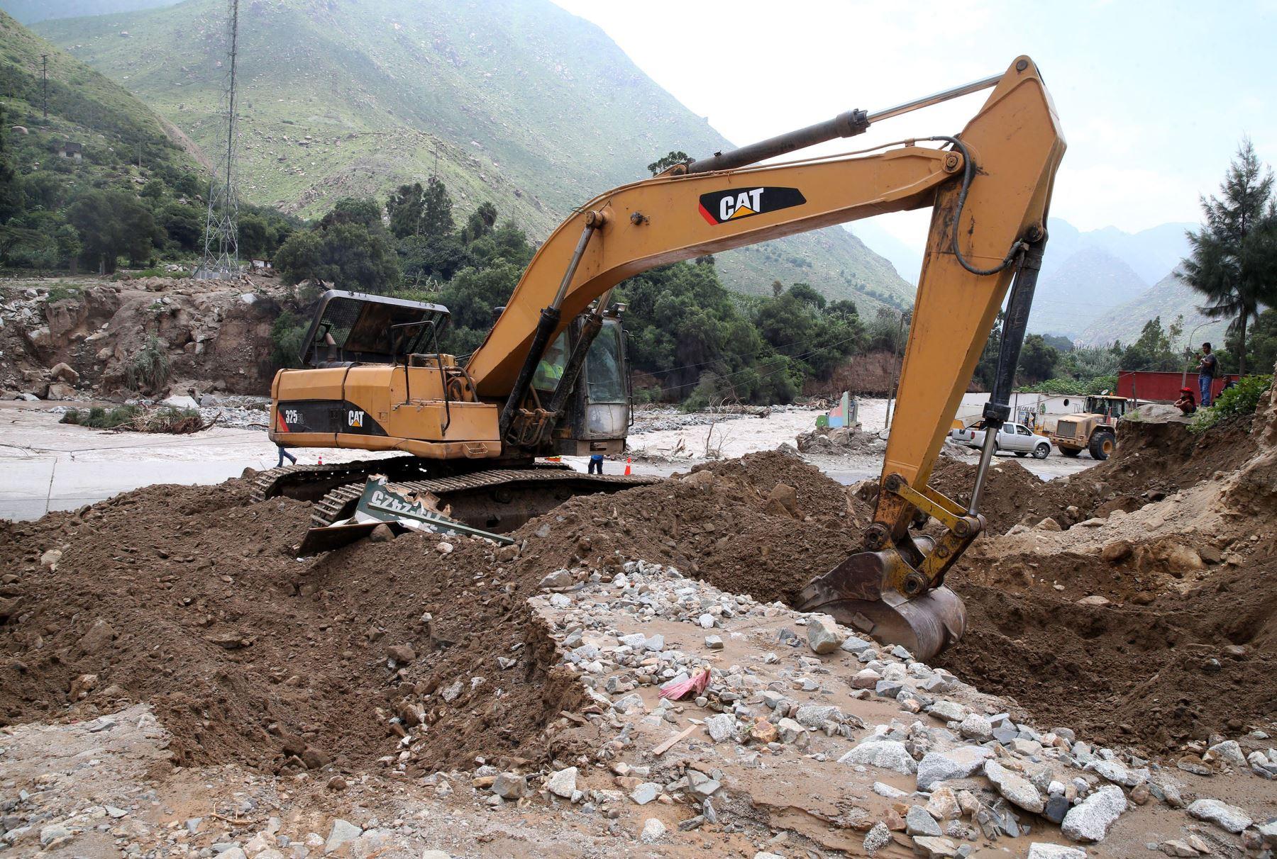 Los trabajos de reconstrucción continúan en la costa norte de Perú. Foto: Agencia Andina.