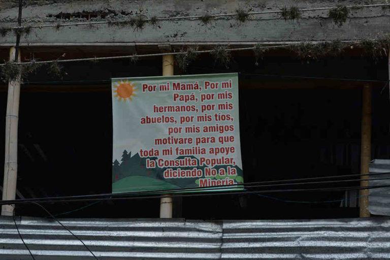 Letrero en las calles de Cajamarca (Tolima) antes de realizar su consulta popular en 2017. Foto: Cortesía Semana Sostenible.