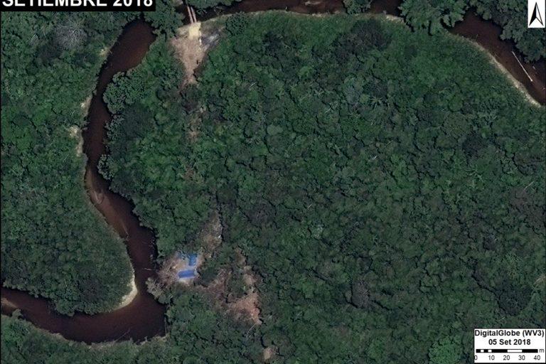 Un campamento de tala ilegal instalado en un sector del bosque no autorizado para el aprovechamiento forestal. Fuente: DigitalGlobe / MAAP.