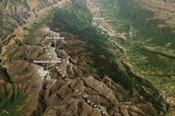 Solo queda el 1% de la masa glaciar del Pico Humboldt. Foto: NASA Earth Observatory images by Joshua Stevens.