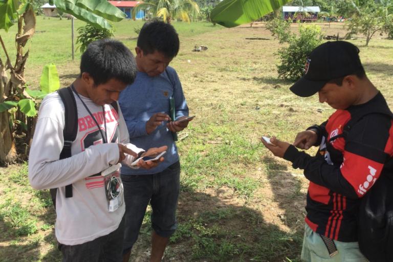 Las comunidades del río Napo realizan monitoreo de sus bosques con apoyo de la tecnología. Foto: Rainforest Foundation US.