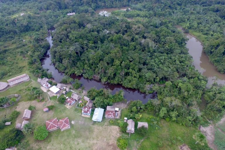 La comunidad nativa de Vista Hermosa tiene una deuda con la autoridad forestal por un monto que supera los dos millones de soles. Foto: Rainforest Foundation US.