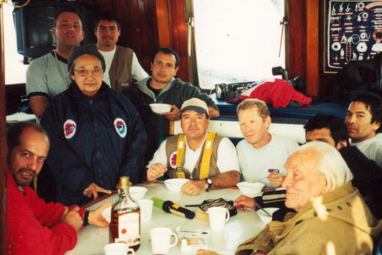Con miembros de la expedición en Pisco, en el año 2001. Foto: Archivo Obla Paliza.