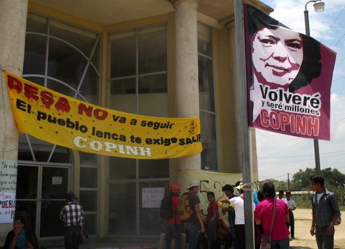 Los juicios de ex funcionarios con respecto a la consulta previa están relacionados a la misma represa a la cual se liga el asesinato en el 2016 de Berta Cáceres. Foto: Sandra Cuffe.