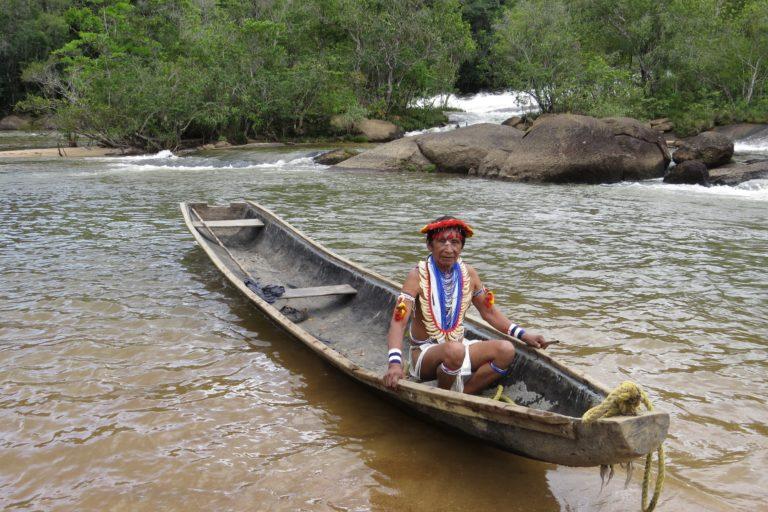 Indígena Piaroa en el Alto Cuao, Amazonía venezolana. Foto: Grupo de Trabajo Socioambiental de la Amazonía Wataniba.