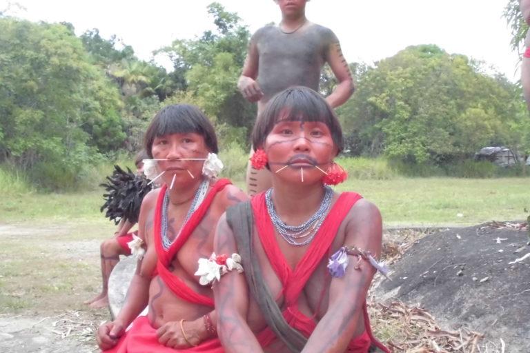 Mujeres del pueblo indígena Yanomami. Foto: Grupo de Trabajo Socioambiental de la Amazonía Wataniba.