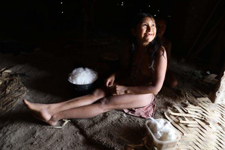 La minería ha hecho que los indígenas Hoti cada vez se aíslan más y se internan en lo más profundo de la selva. Foto: Óscar Noya.