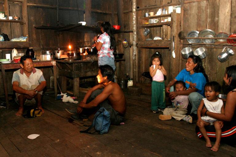 Los indígenas huitotos viven cerca de donde se tienen indicios de pueblos indígenas aislados. Foto: Cortesía Revista Semana - León Darío Peláez.