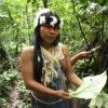 Indígenas waoranis elaboran mapas para salvar la selva del Ecuador. Foto: Daniela Aguilar.