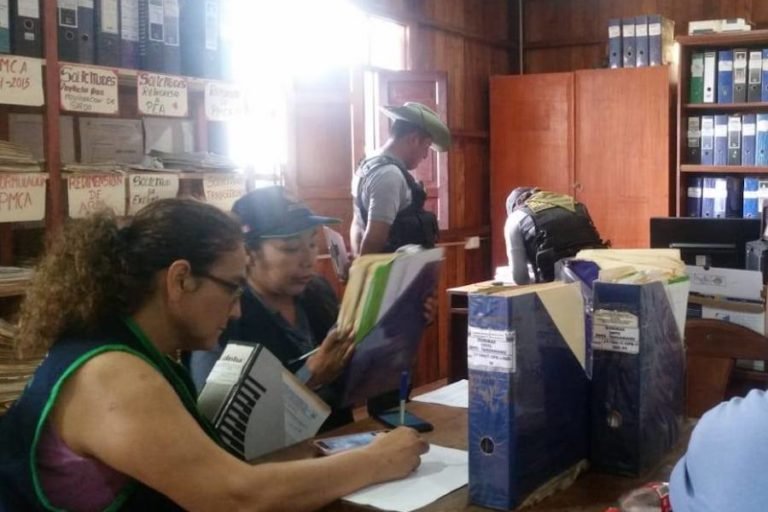 La Fiscalía Especializada en Materia Ambiental de Madre de Dios ejecutó un operativo en la sede de la autoridad forestal de Tahuamanu. Foto: FEMA