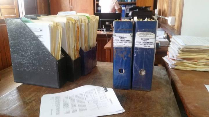 Los expedientes de las siete concesiones forestales fueron incautadas por la fiscalía ambiental en Madre de Dios. Foto: FEMA